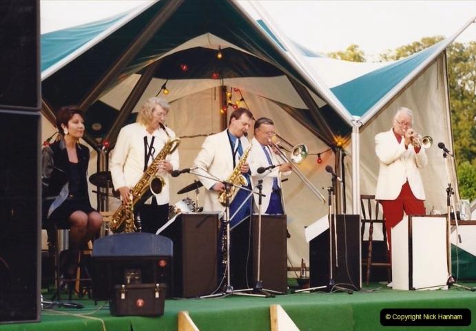 1992 Miscellaneous. (279) Humph & Helen outdoor consert at Kingston Lacy (NT) near Wimborne, Dorset. 0281