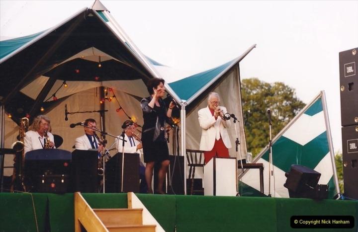 1992 Miscellaneous. (280) Humph & Helen outdoor consert at Kingston Lacy (NT) near Wimborne, Dorset. 0282