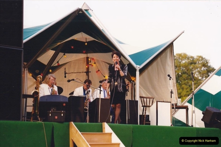 1992 Miscellaneous. (281) Humph & Helen outdoor consert at Kingston Lacy (NT) near Wimborne, Dorset. 0283