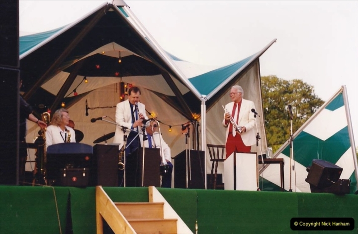 1992 Miscellaneous. (282) Humph & Helen outdoor consert at Kingston Lacy (NT) near Wimborne, Dorset. 0284