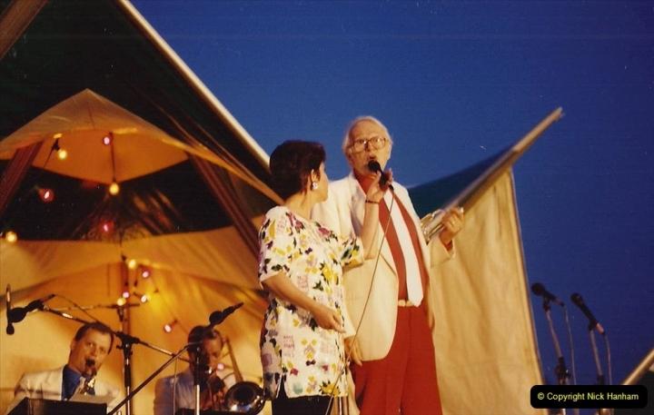 1992 Miscellaneous. (284) Humph & Helen outdoor consert at Kingston Lacy (NT) near Wimborne, Dorset. 0286