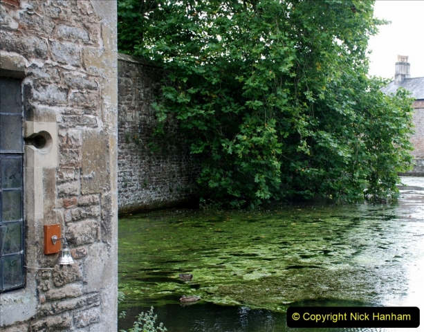 2019-09-16 Wells, Somerset. (61) Bishops Palace. The bell the swans used to ring to get food. 061