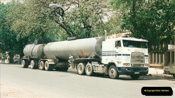 1998-10-29 Livingstone, Zambia.  (5)573