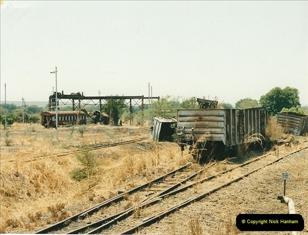 1998-11-03 Victoria Falls to Livingstone by Special Train (22)613