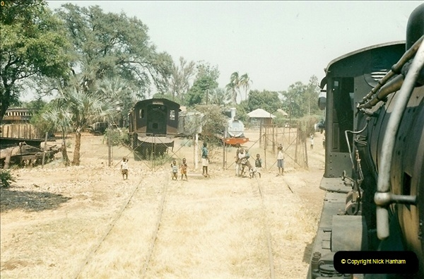 1998-11-03 Victoria Falls to Livingstone by Special Train (34)625