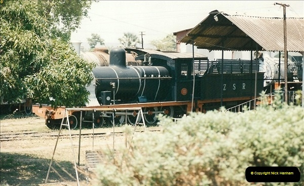 1998-11-03 Victoria Falls to Livingstone by Special Train (46)637
