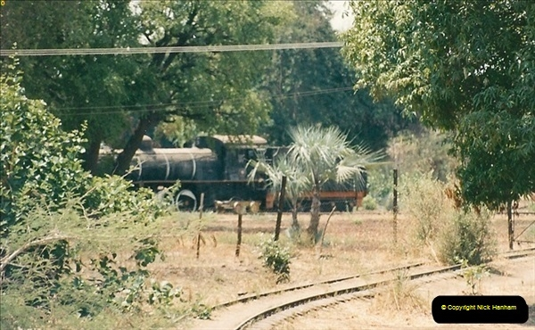 1998-11-03 Victoria Falls to Livingstone by Special Train (50)641