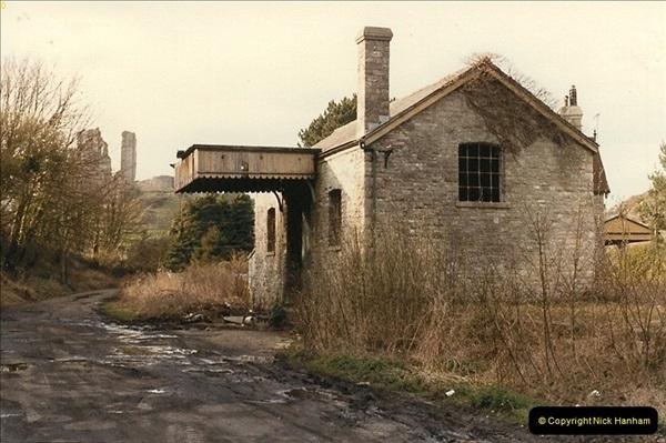1985-04-10 Corfe Castle.  (4)0280