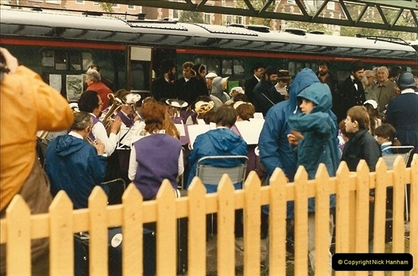 1985-05-27 1885 to 1985 celebrations on the SR. Your Host firing 21.  (14)0300