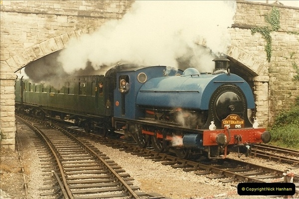 1985-05-27 1885 to 1985 celebrations on the SR. Your Host firing 21.  (4)0290
