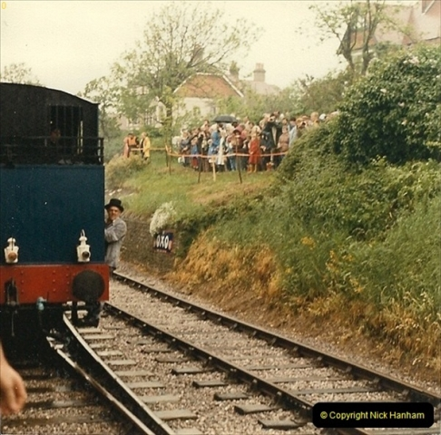 1985-05-27 1885 to 1985 celebrations on the SR. Your Host firing 21.  (7)0293