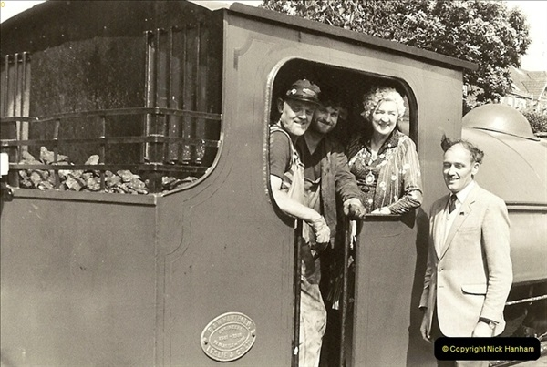 1985-08-11 the Mayoress of Swanage visits the railway. Your Host firing 21.  (15)0316