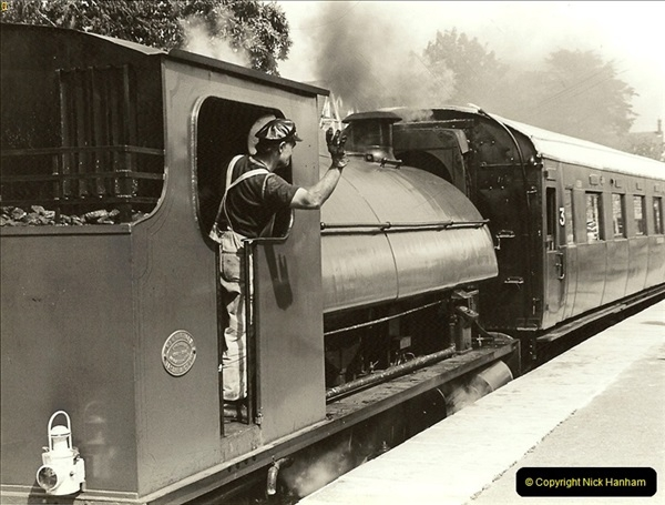 1985-08-11 the Mayoress of Swanage visits the railway. Your Host firing 21.  (21)0322