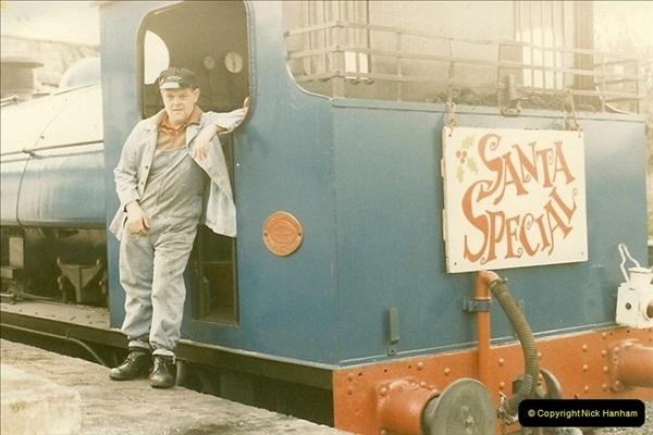 1985-12-01 Santa Specials your Host Driving.  (2)0337