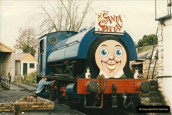 1985-12-01 Santa Specials your Host Driving.  (3)0338