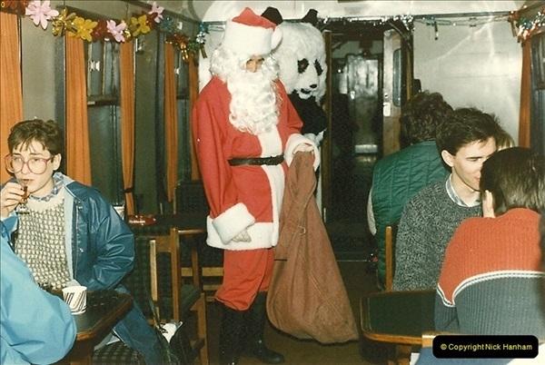 1985-12-01 Santa Specials your Host Driving.  (7)0342