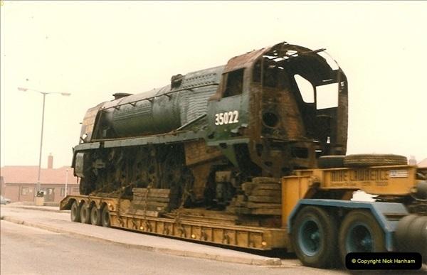 1986-03-12 35022 Holland America Line arrives at the SR.  (11)0359