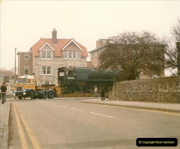 1986-03-12 35022 Holland America Line arrives at the SR.  (6)0354
