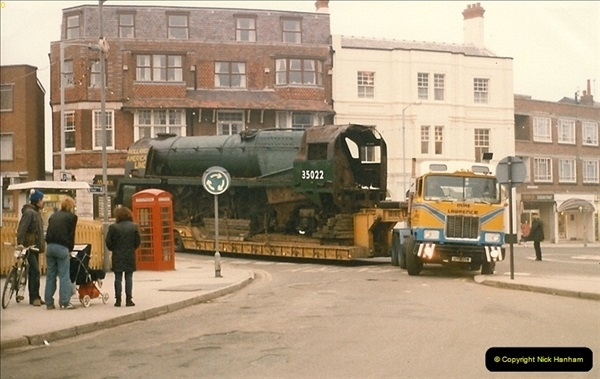 1986-03-12 35022 Holland America Line arrives at the SR.  (9)0357