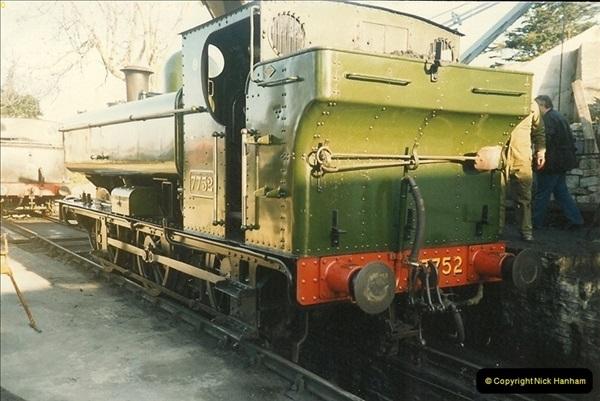 1989-04-08 Your Host acting as steam raiser on 7752.  (3)0624