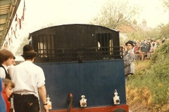 1985-05-27 1885 to 1985 celebrations on the SR. Your Host firing 21.  (9)0295