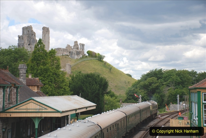 2020-07-11 SR runs it's first train since lockdown. (122) Second up train, Noon off Swanage, at Corfe Castle. 122