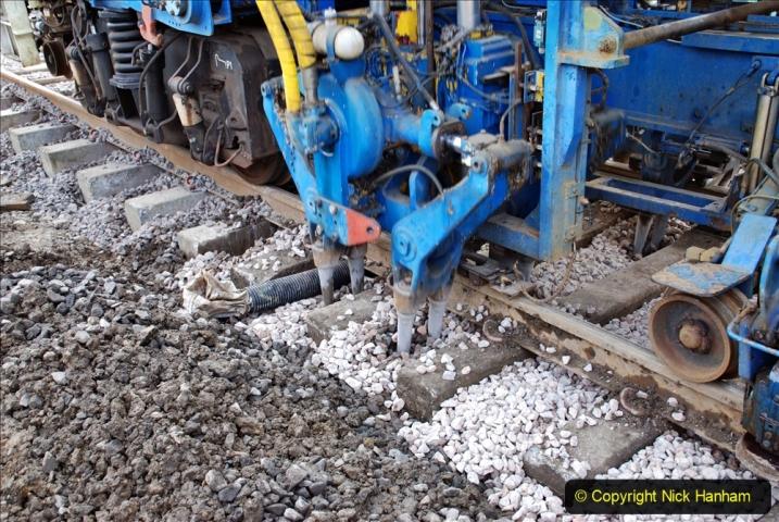 2020-02-06 Track renewal work & Tamper. (84) 084
