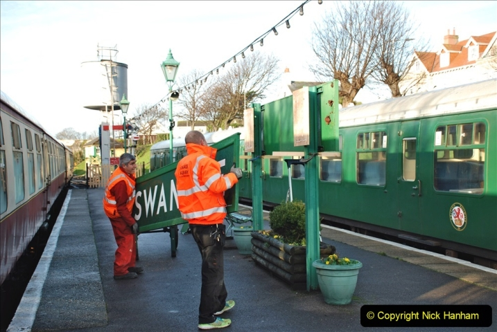 2019-11-28 The SR no running day Swanage to Wareham. (99) A sign of the times. 099