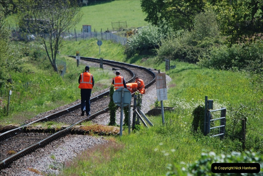 2019-05-10 Swanage Railway Spring Diesel Gala. (137) Broken fish plate repair by the track inspection gang.
