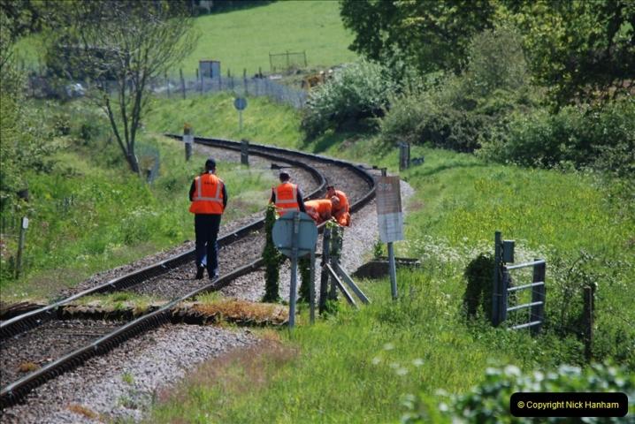 2019-05-10 Swanage Railway Spring Diesel Gala. (137) Broken fish plate repair by the track inspection gang.