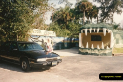 1991-11-24 Gator Jungle, Plant City, Florida.  (1)140