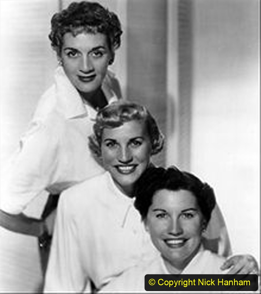 WW2 Stars The Andrews Sisters. (11) 128