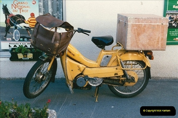France. PTT Delivery Moped June 1997. Carantec.072