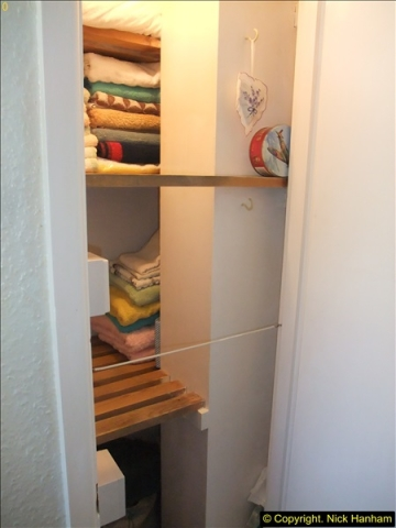 2015-08-08 Airing cupboard finished.  (2)596