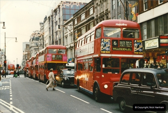 London Buses 1963 to 2007.  (142) 142