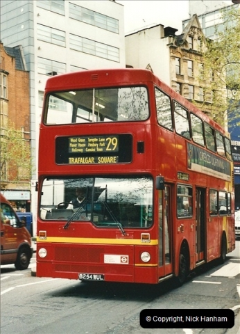 London Buses 1963 to 2007.  (318) 318