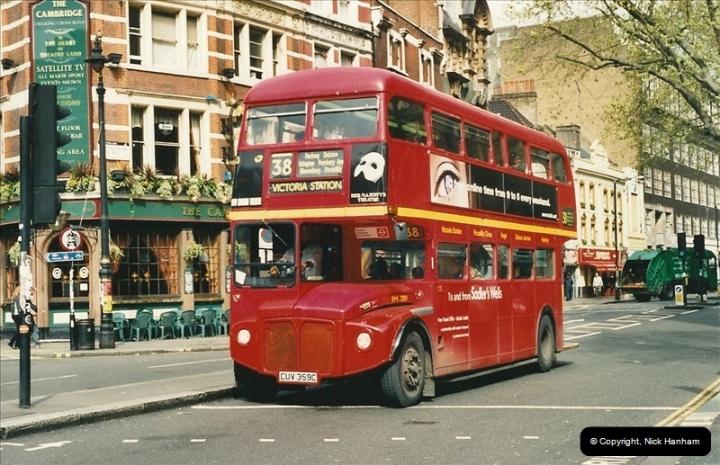 London Buses 1963 to 2007.  (319) 319