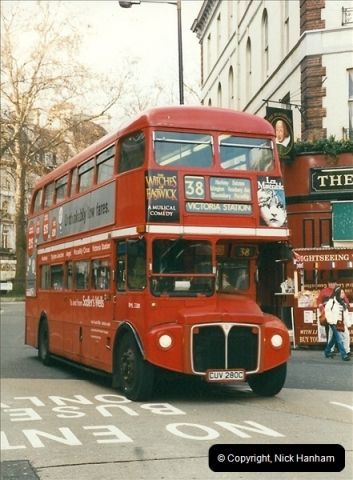 London Buses 1963 to 2007.  (352) 352