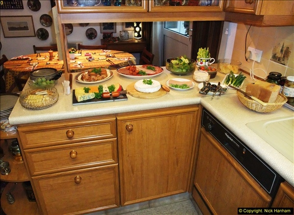 2014-12-31 & 2015-01-01 New Year Party food preparation.  (77)077