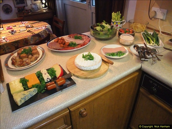 2014-12-31 & 2015-01-01 New Year Party food preparation.  (82)082
