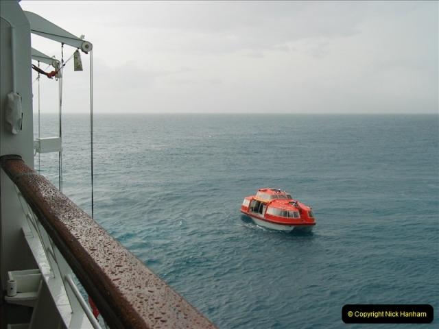2005-11-15 Isla da Providencia (Columbia) Unable to tender in due to rough sea (4)153