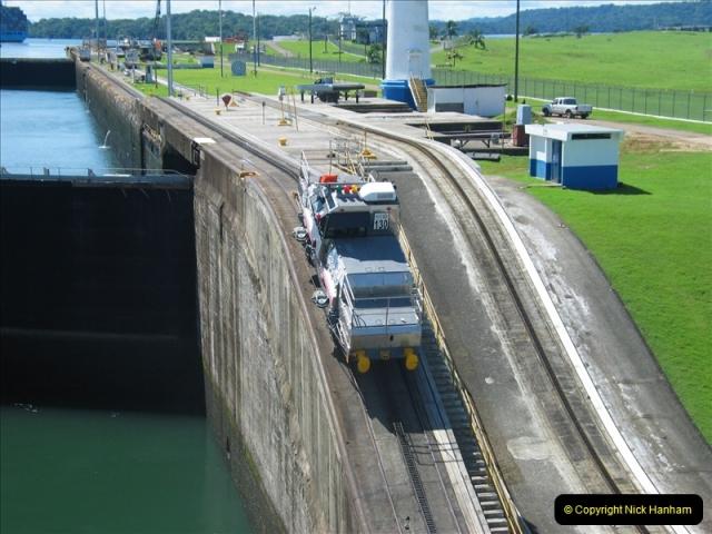 2005-11-18 PANAMA CANAL TRANSIT.  (11)335