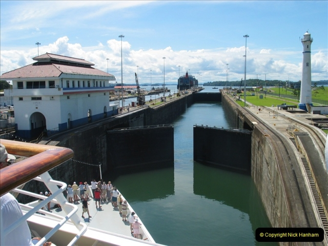 2005-11-18 PANAMA CANAL TRANSIT.  (12)336