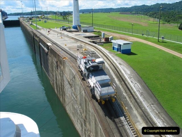 2005-11-18 PANAMA CANAL TRANSIT.  (13)337