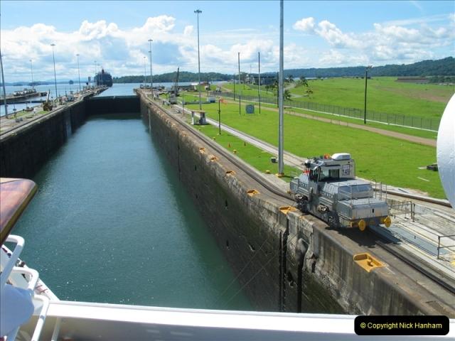 2005-11-18 PANAMA CANAL TRANSIT.  (14)338