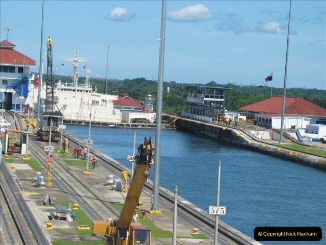 2005-11-18 PANAMA CANAL TRANSIT.  (16)340