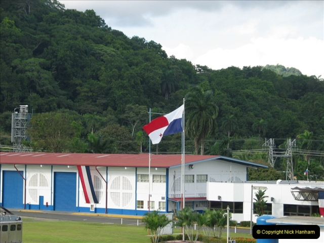 2005-11-18 PANAMA CANAL TRANSIT.  (29)353