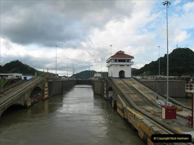 2005-11-18 PANAMA CANAL TRANSIT.  (34)358
