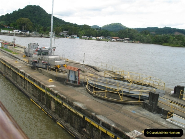 2005-11-18 PANAMA CANAL TRANSIT.  (35)359