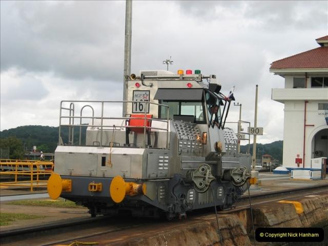 2005-11-18 PANAMA CANAL TRANSIT.  (42)366